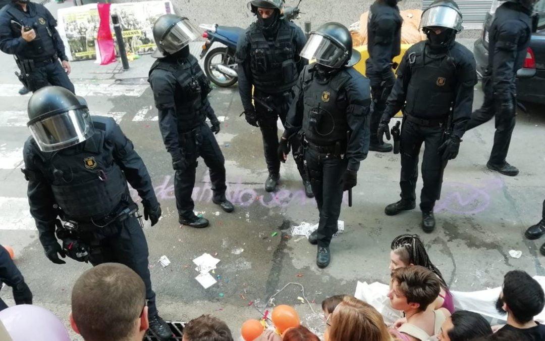 Desalojo con 100 policías